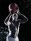 African American basketball player splashing in water - Stock Image - D6E96E