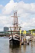 "Pirate ship restaurant, ""Pannekoekschip"", Bremen quayside. - Stock Image - E6RATB"