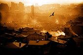 Smoke over city - Stock Image - B4HB86