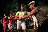 People dancing on the street, Trinidad, Cuba island, West Indies, Central America - Stock Image - B7E5BA