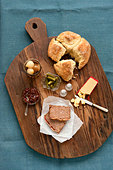 Ploughman's lunch - Stock Image - B4877F