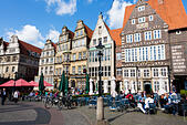 Cafes in the Markt place, Bremen, Germany - Stock Image - E6RATD