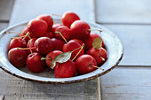 Bowl of Crabapples - Stock Image - D43MKJ