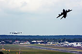 Airbus A380-841 landing and Airbus A400M Atlas taking off at runway of Farnborough International Airshow 2014 - Stock Image - E7CW4H