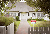 House with for sale sign in yard and open wooden fence - Stock Image - AA68RG