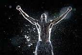 African American athlete splashing in water - Stock Image - D6E9AM