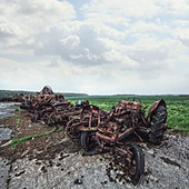rusting tractors - Stock Image - D8FNYD