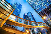 Office buildings in central Hong Kong at night. - Stock Image - EB4HWR