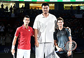 Shanghai, China. 8th Oct, 2014. Former NBA player Yao Ming (C) poses with Serbia's Novak Djokovic (L) and Austria's Dominic Thiem before their men's singles second round match at the Shanghai Masters tennis tournament in Shanghai, east China, Oct. 8. 2014. © Fan Jun/Xinhua/Alamy Live News - Stock Image - E8H4TF