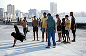 A group of breakdancers show off their moves, Malecon waterfront, Old Havana, Cuba, Caribbean, West Indies. - Stock Image - AN9B7B