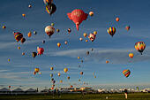 Albuquerque, NM, USA. 7th Oct, 2014. The skies over balloon fiesta field were filled with hot air balloons at the Albuquerque International Balloon Fiesta. Tuesday, Oct. 07, 2014. © Jim Thompson/Albuquerque Journal/ZUMA Wire/Alamy Live News - Stock Image - E8G8BK