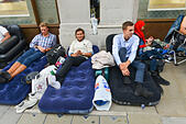 Regent Street, London, UK. 18th September 2014. Tents and sleeping bags and air beds forming a queue around the corner from the Regent Street Apple Store for tomorrows launch of the iPhone 6. © Matthew Chattle/Alamy Live News - Stock Image - E7HR12