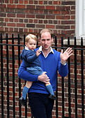 London, London, UK. 2nd May, 2015. Prince William, Duke of Cambridge, holding Prince George arrive at St. Mary's Hospital after Catherine, Duchess of Cambridge, gave birth to a baby girl here in London, on May 2, 2015. The newborn baby girl made her first appearance to the public with the Duke of Cambridge and the Duchess outside St. Mary's Hospital on Saturday evening. © Han Yan/Xinhua/Alamy Live News - Stock Image - ENCKJT