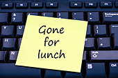 Gone for lunch written on a yellow post it note on a computer keyboard. - Stock Image - D0MN8Y