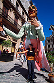 Los Zancudos. Woman standing in front of stilt dancer in old Havana World Heritage Area, Cuba - Stock Image - B308TC