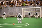 Hefei, China's Anhui Province. 19th July, 2015. Robots play football during the 19th RoboCup in Hefei, capital of east China's Anhui Province, July 19, 2015. More than 2,000 participants from 47 countries and regions took part in the major and junior teams competitions. © Zhang Duan/Xinhua/Alamy Live News - Stock Image - EY0NY3