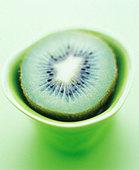 Half a kiwi fruit - Stock Image - BD5YP9