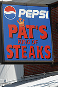Urban Scene of Landmark Philadelphia Cheesesteak Vendor Pats - Stock Image - B4BFXX