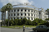 Gutted hotel in Sukhumi destroyed during the conflict of 1992 (Abkhazia) - Stock Image - AA9YNE