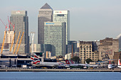 Regional airliners at London City Airport. Canary Wharf and O2 in the background, England, UK - Stock Image - CYHJ01