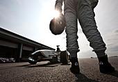 James Martin standing with Formula one Jaguar racing car, Bedford autodrome, UK 12 04 10 - Stock Image - D379A4