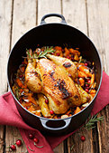 Braised corn-fed chicken with sweet potatoes & cranberries - Stock Image - BJME98