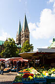 Market traders, Bremen, Germany. - Stock Image - E6RB56