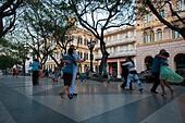 Horizontal view of Cubans dancing Tango in the street in Havana, Cuba. - Stock Image - F099HB
