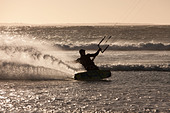 Man windsurfing in waves - Stock Image - D2A9EK