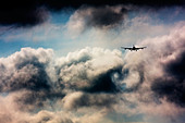 Wake turbulence forms behind commercial airliner. - Stock Image - C33TGK