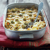 Sauerkraut bake with olives - Stock Image - BJJP6C