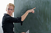 Physics teacher standing in front of the blackbard, explaining the Gay-Lussac law - Stock Image - BBM7CR