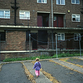 A young girl playing in a council estate in Bristol, UK. - Stock Image - ACDNCF