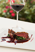 Red wine and pigeon entree - Stock Image - C6DYMB
