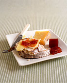 Ploughmans lunch - Stock Image - BX3E4D