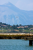 Airplane landing at Corfu, Ioannis Kapodistrias Airport, Greece - Stock Image - C33W95