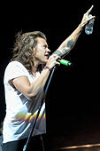 Milwaukee, Wisconsin, USA. 25th Aug, 2015. Singer HARRY STYLES of One Direction performs live at Miller Park Stadium during their On The Road Again tour in Milwaukee, Wisconsin © Daniel DeSlover/ZUMA Wire/Alamy Live News - Stock Image - F13007