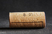 technical cork with disks at the end and glued agglomerate cork in the middle - Stock Image - BEAW6A