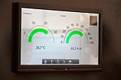 Touch screen digital thermostat - Stock Image - D5EAF0