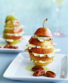 Pear with blue cheese and nut oil - Stock Image - AF8YAH