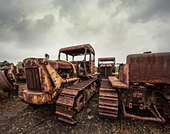 rusting tractors - Stock Image - D897JF