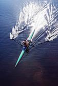 Man rowing scull on lake - Stock Image - E185YK