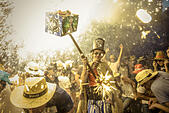 Sitges, Catalonia, Spain. 23rd Aug, 2015. A member of 'Diables de Sitges - colla jove' sets off his fireworks among the crowd of spectators at the 'Festa Major de Sitges' © Matthias Oesterle/ZUMA Wire/Alamy Live News - Stock Image - F0YX41