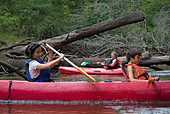 Mother and her son canoeing Eyre river France - Stock Image - A1TRTE