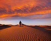 Hike in Namib desert - Stock Image - CYK06C