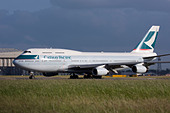 Cathay Pacific Airways Boeing 747-467 taxiing for departure at London Heathrow airport. - Stock Image - B8F1EX