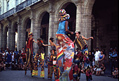 Stilt walkers and street dancing at Plaze de Armas Havana Cuba - Stock Image - AET165