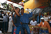 A couple dancing Rumba in front of street musicians at the Old Town, Callejon Hamel, Havana, Cuba, Caribbean - Stock Image - AX8MRC