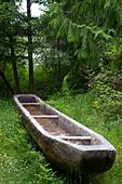 Replica of a dugout canoe at Fort Clatsop National Memorial near Astoria, Oregon, USA. - Stock Image - BW8DAN