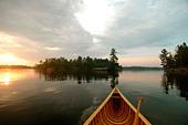 Canoe Prow, Sunrise, Kahshe Lake, Muskoka, Ontario - Stock Image - BFEXJN